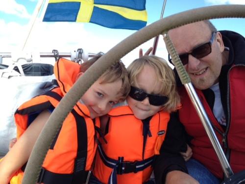 Segling med grabbarna och farfar